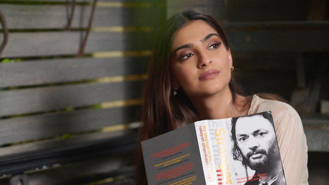 Sonam Kapoor unveils first look of Rakeysh Omprakash Mehra's  autobiography 'The Stranger In The Mirror'