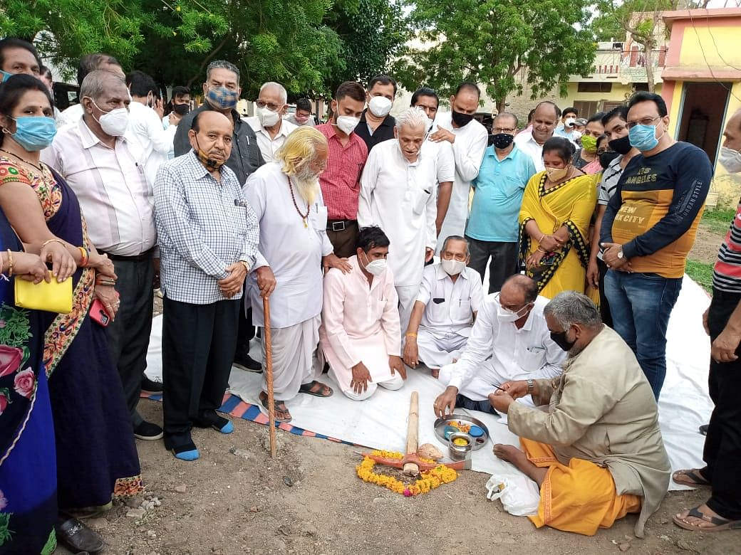 MLA Yashpal Singh Sisodia performed bhumi pujan for development works