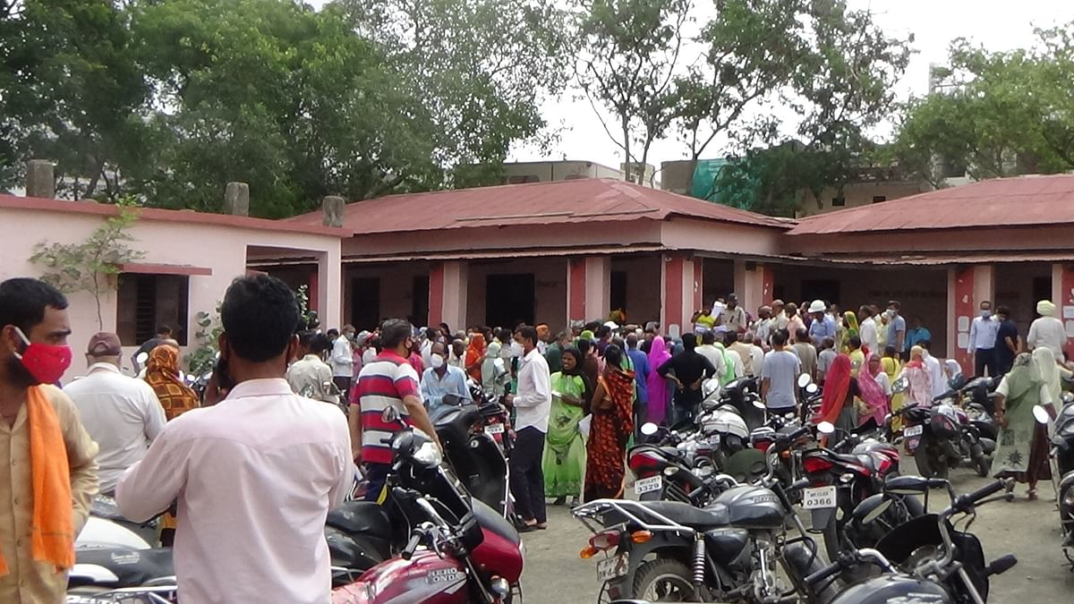 Nagda: People throng vaccination centre, return disappointed as supplies fall short