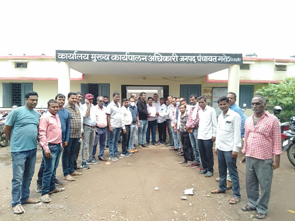 Mandsaur: Panchayat department employees to go on indefinite strike from July 22, submit memorandum in Garoth