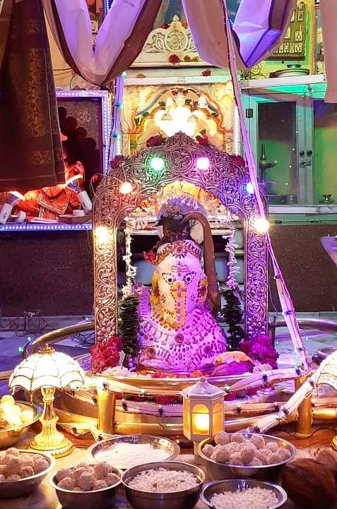 Indore: People throng temples since early morning on first Sawan Somvar