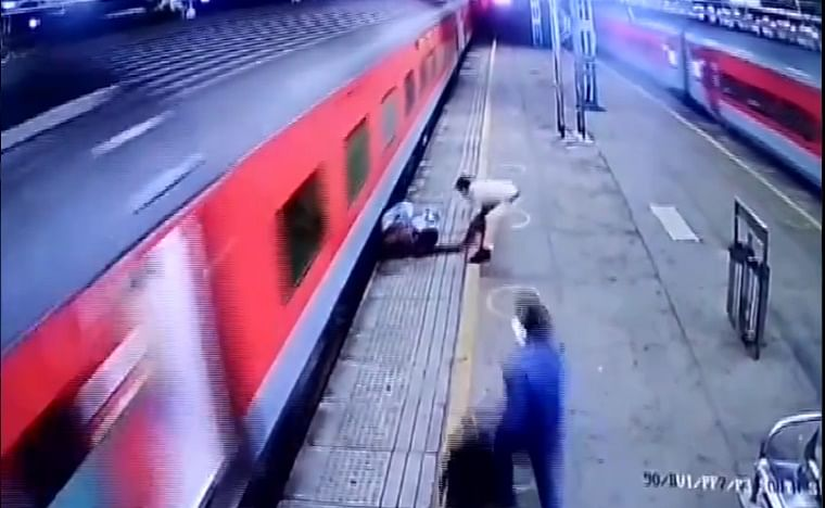 Watch: RPF constable rescues man who slipped while alighting from moving train at Borivali