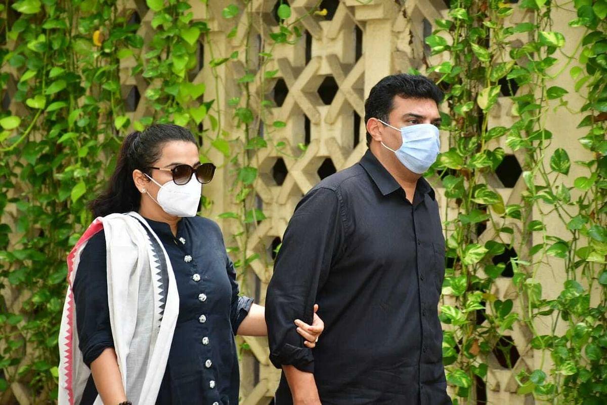 Vidya Balan and Sidharth Roy Kapur arrive at Dilip Kumar's residence