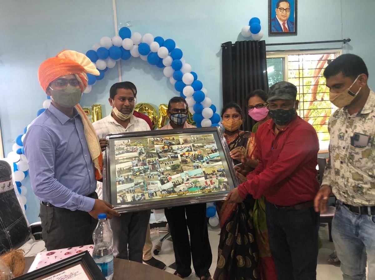 A farewell function was organised  for SDM Vivek Kumar in Kukshi on Friday