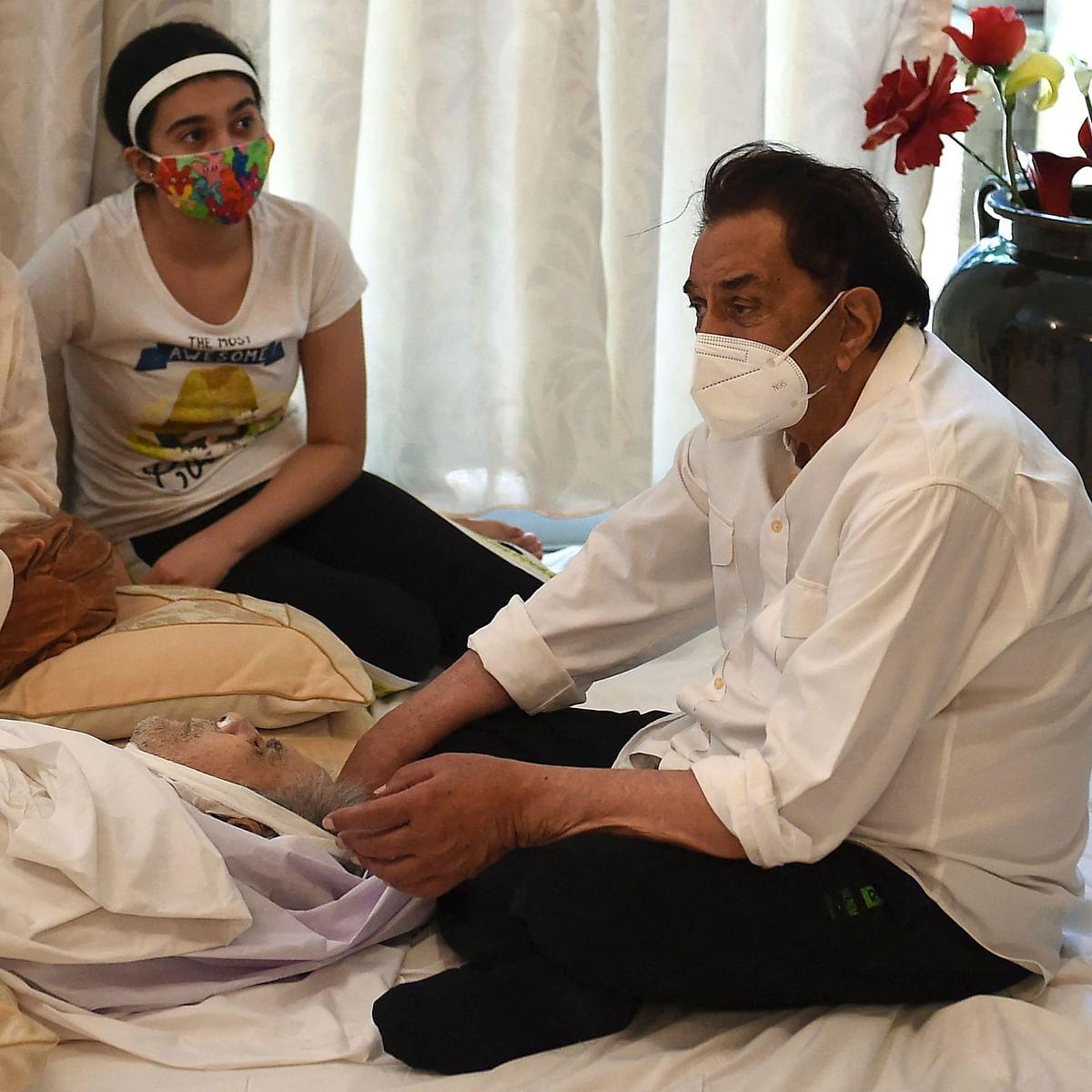 'Dekho Sahab ne…': Dharmendra reveals what Saira Banu told him while sitting next to Dilip Kumar's mortal remains
