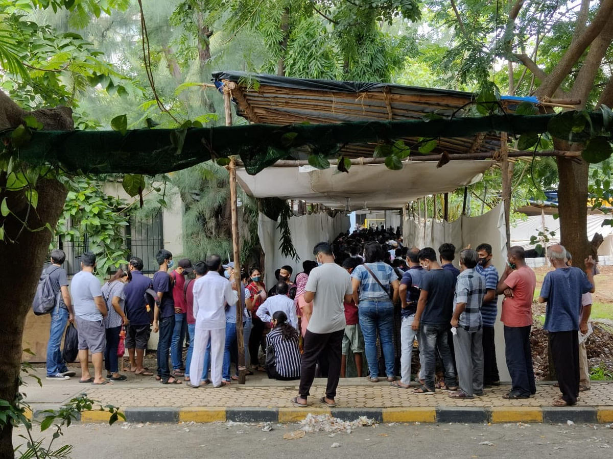 Mumbai: Hundreds of students jostle for 200 doses at Cooper Hospital