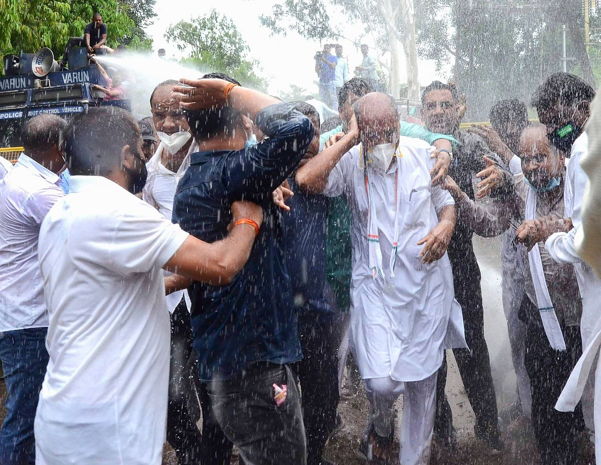 Bhopal: Cops use water cannons as Congress workers oppose land for RSS affiliate