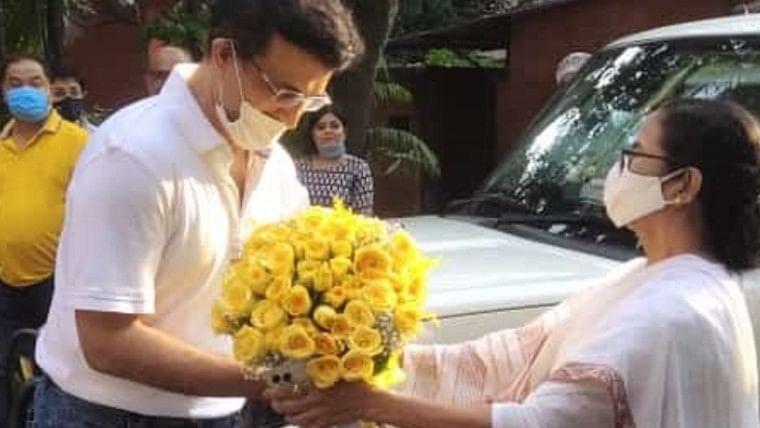 Didi meets Dada: Mamata Banerjee visits Sourav Ganguly's residence, wishes him on his 49th birthday