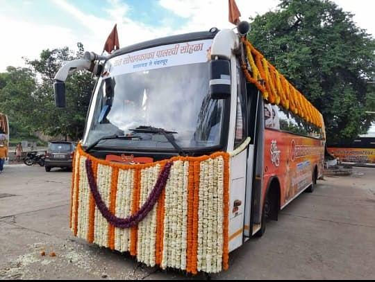 Warkaris carrying 'padukas' of Sant Dnyaneshwar leave for Pandharpur