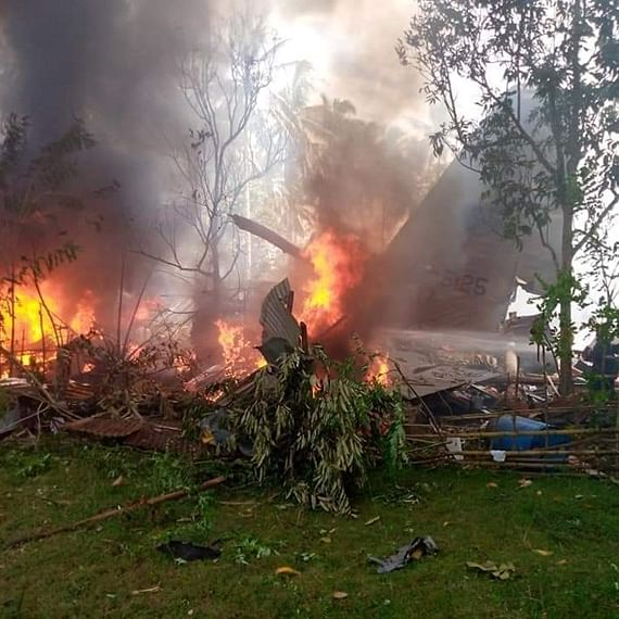 At least 17 feared dead after military plane crashes in southern Philippines; 40 rescued
