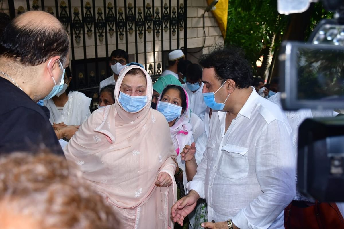 Dilip Kumar funeral: Wrapped in Indian tricolour, legendary actor's mortal remains reach Juhu Qabrastan