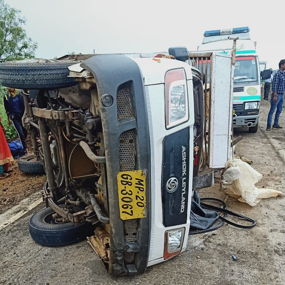 Jabalpur: 1 woman killed, 20 injured as mini truck they were travelling in overturned