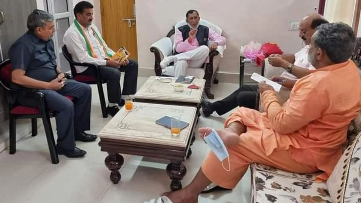 COVID-19: Uttarakhand minister seen hanging mask off his toe; photo goes viral
