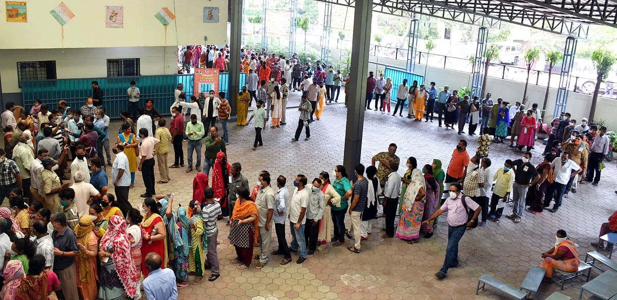 Madhya Pradesh reports 4,05,196 vaccinations, huge rush at session sites amid reports of shortage of vaccines