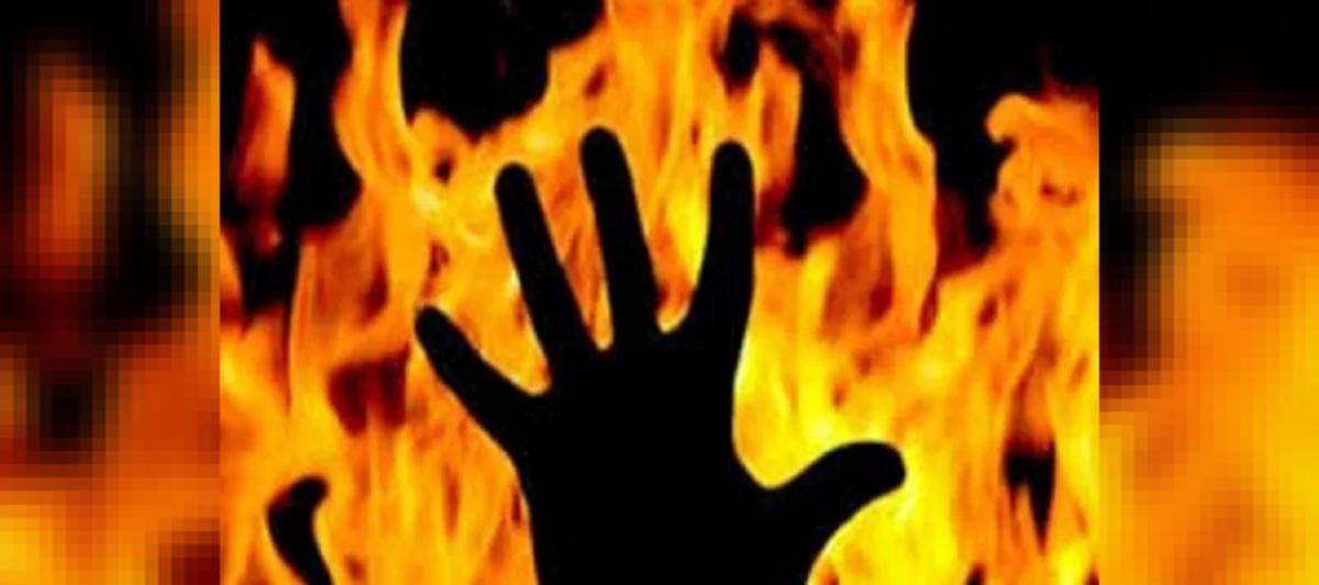 Mumbai: Woman set ablaze while filling sanitzer in kitchen, dies