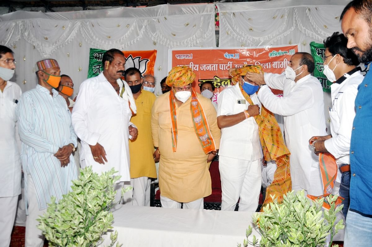 Felicitation function was organised in Unhel on Monday
