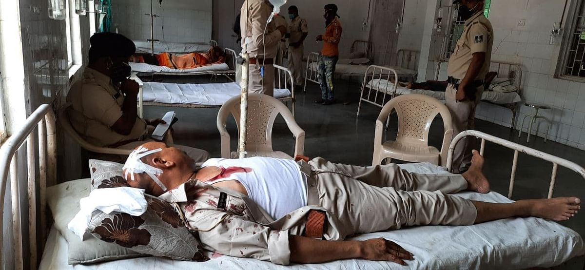 In-charge of Boda police station has sustained serious injuries and has been referred to Bhopal from Rajgarh