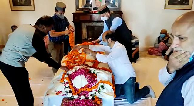 Mortal remains of Former Chief Minister of Himachal Pradesh Virbhadra Singh brought to his residence in Shimla on Thursday.