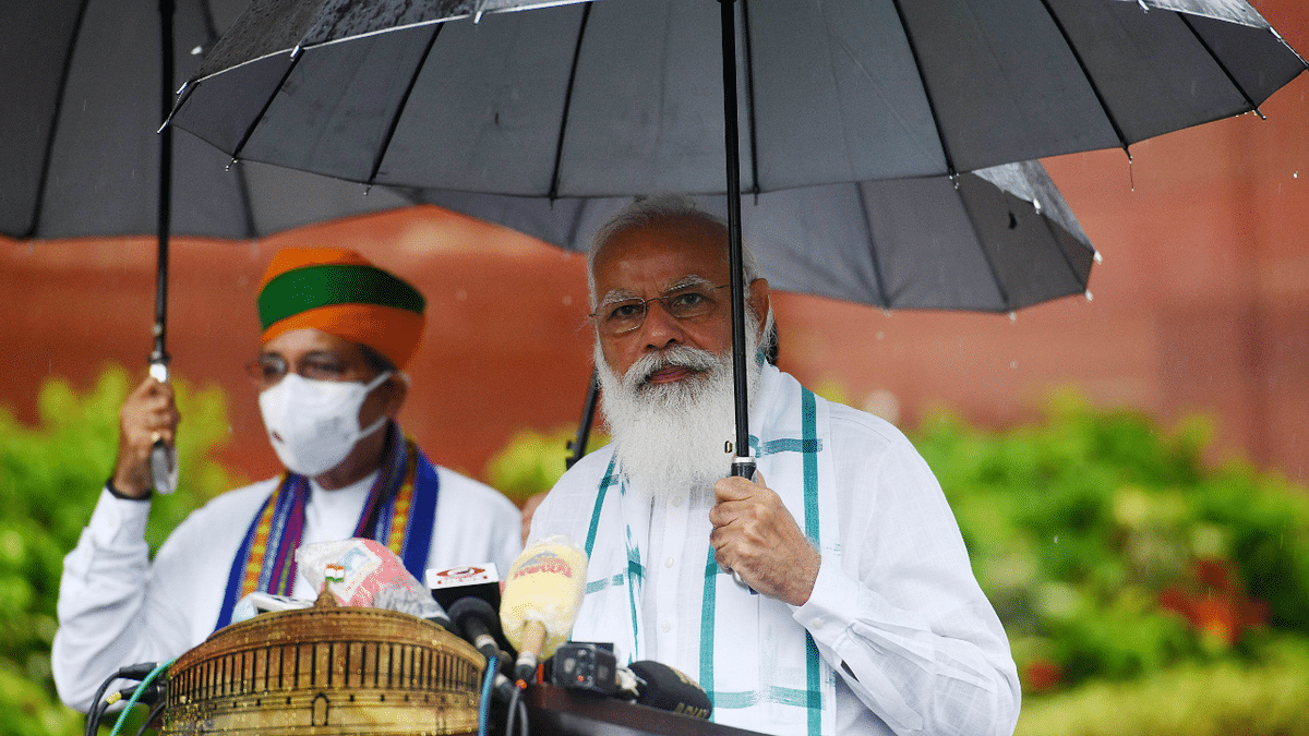 'Simplicity at its peak': Here's why Indians are admiring THIS viral picture of PM Modi