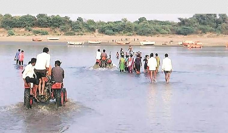Khargone: Narmada water level recedes in Mandleshwar due to delay in monsoon