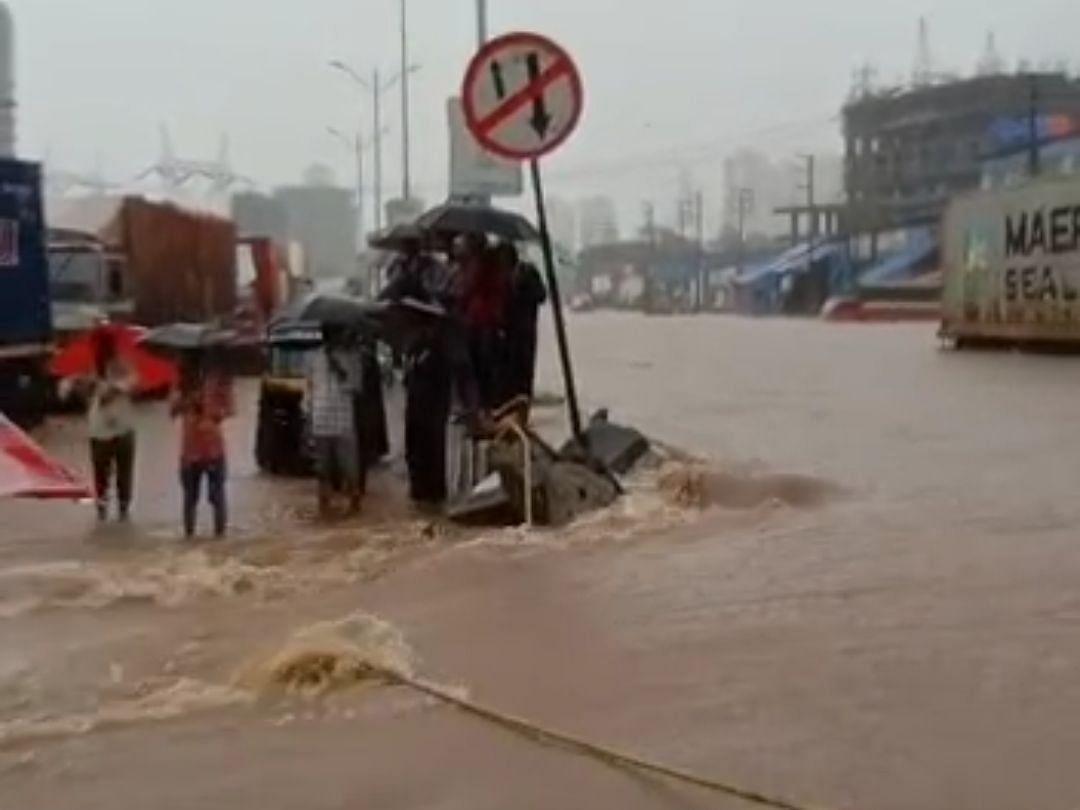 Mumbra: Heavy rainfall leads to waterlogging, traffic snarls