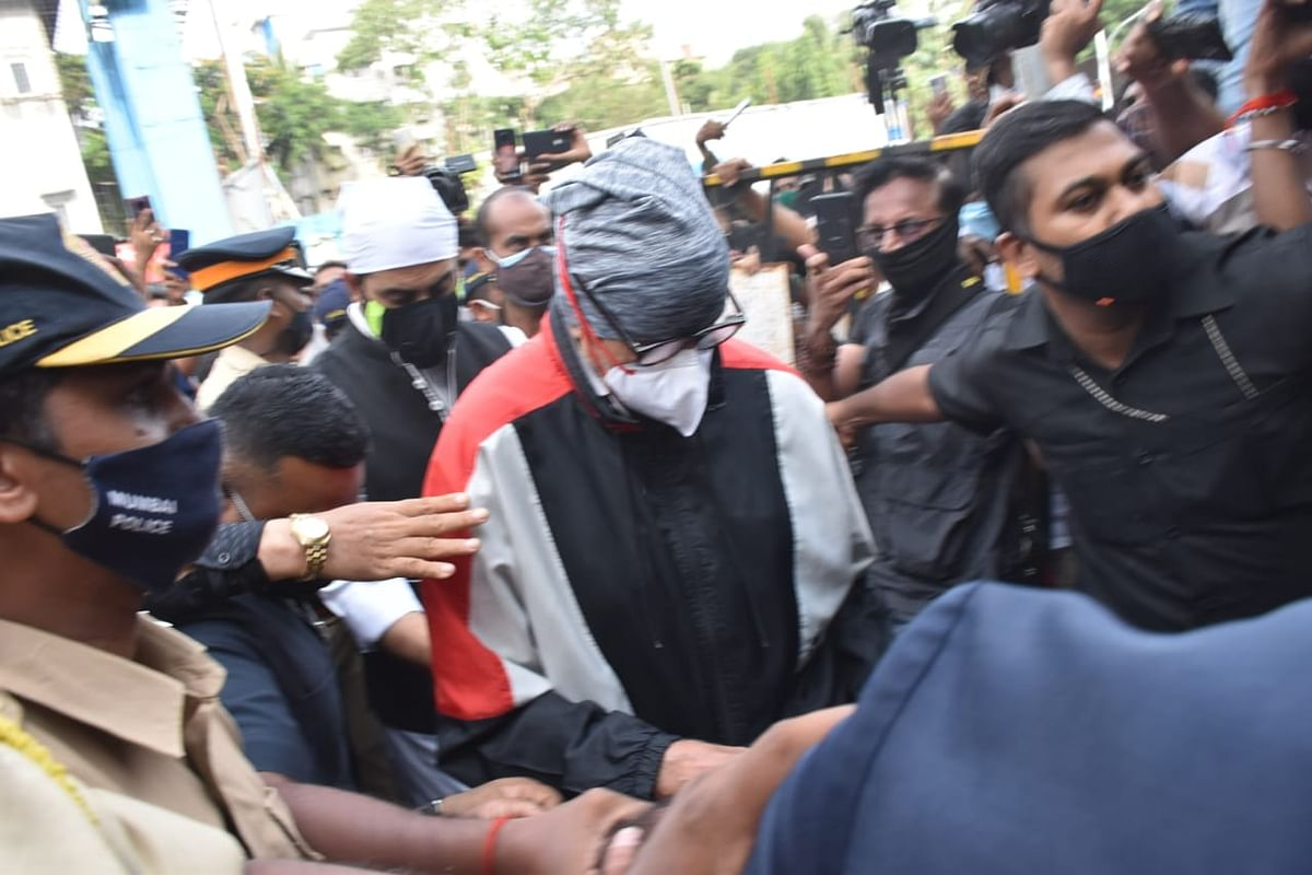 Dilip Kumar Funeral Pics: Shah Rukh Khan, Amitabh Bachchan, Ranbir Kapoor and others arrive at actor's Mumbai residence