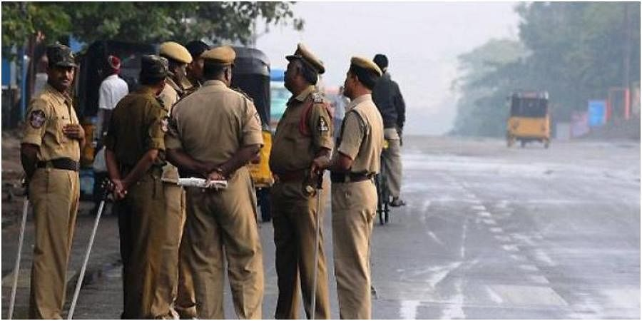 Maharashtra: 3 cops injured after mob attack in Thane