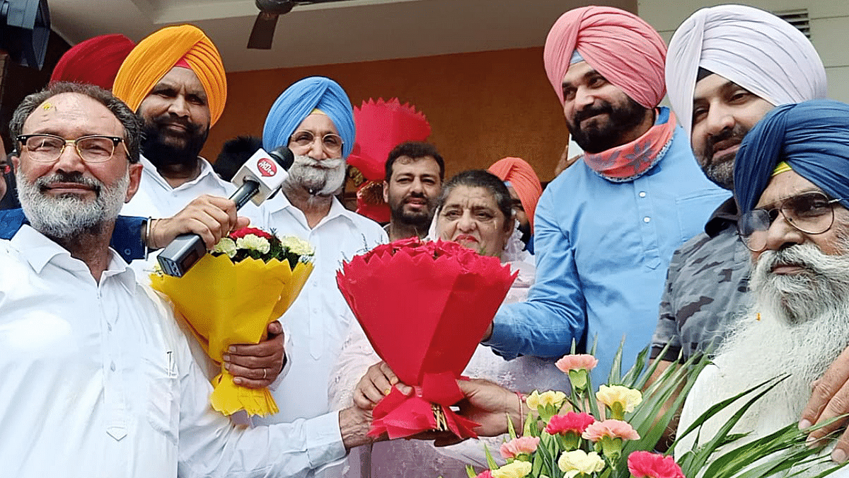Congratulations pour in for Navjot Singh Sidhu for becoming party chief; netizens call him 'Punjab's new Captain'