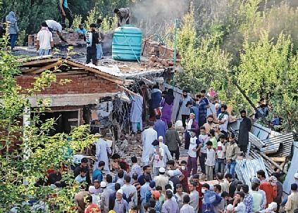 5 LeT terrorists, Army jawan killed in Pulwama encounter