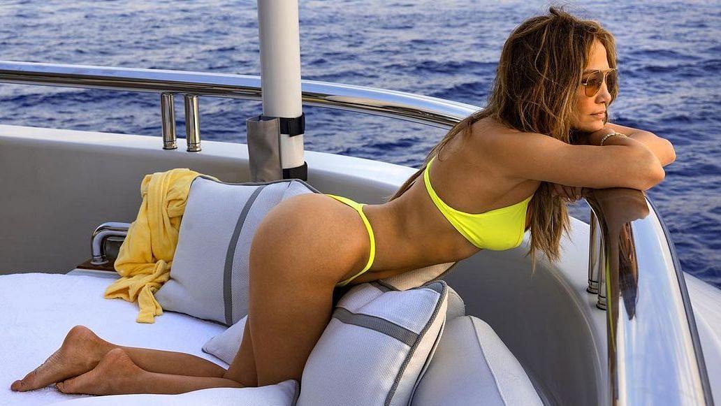 Sexy Jennifer Lopez sets off the siren with a neon yellow bikini