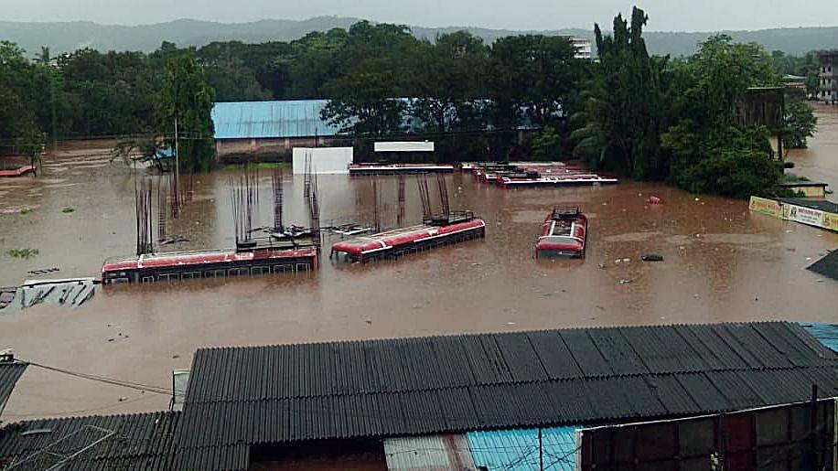 Maharashtra Rain Fury: 7 Indian Navy teams start flood rescue in Raigad and Ratnagiri