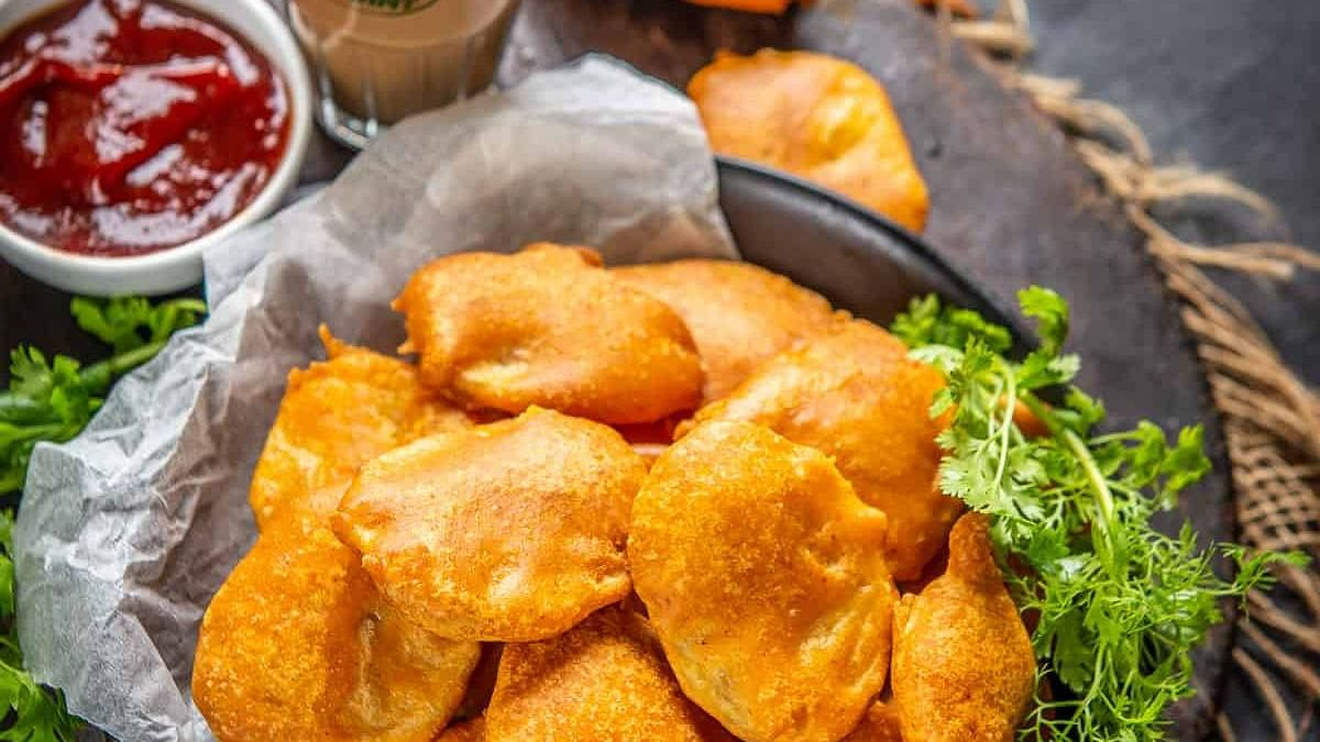 Attention, tea lovers! Here are the top 5 crunchy snacks that you should have with your steaming cup of chai