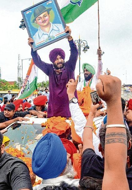 Sidhu visits Bhagat Singh's village, pays tribute