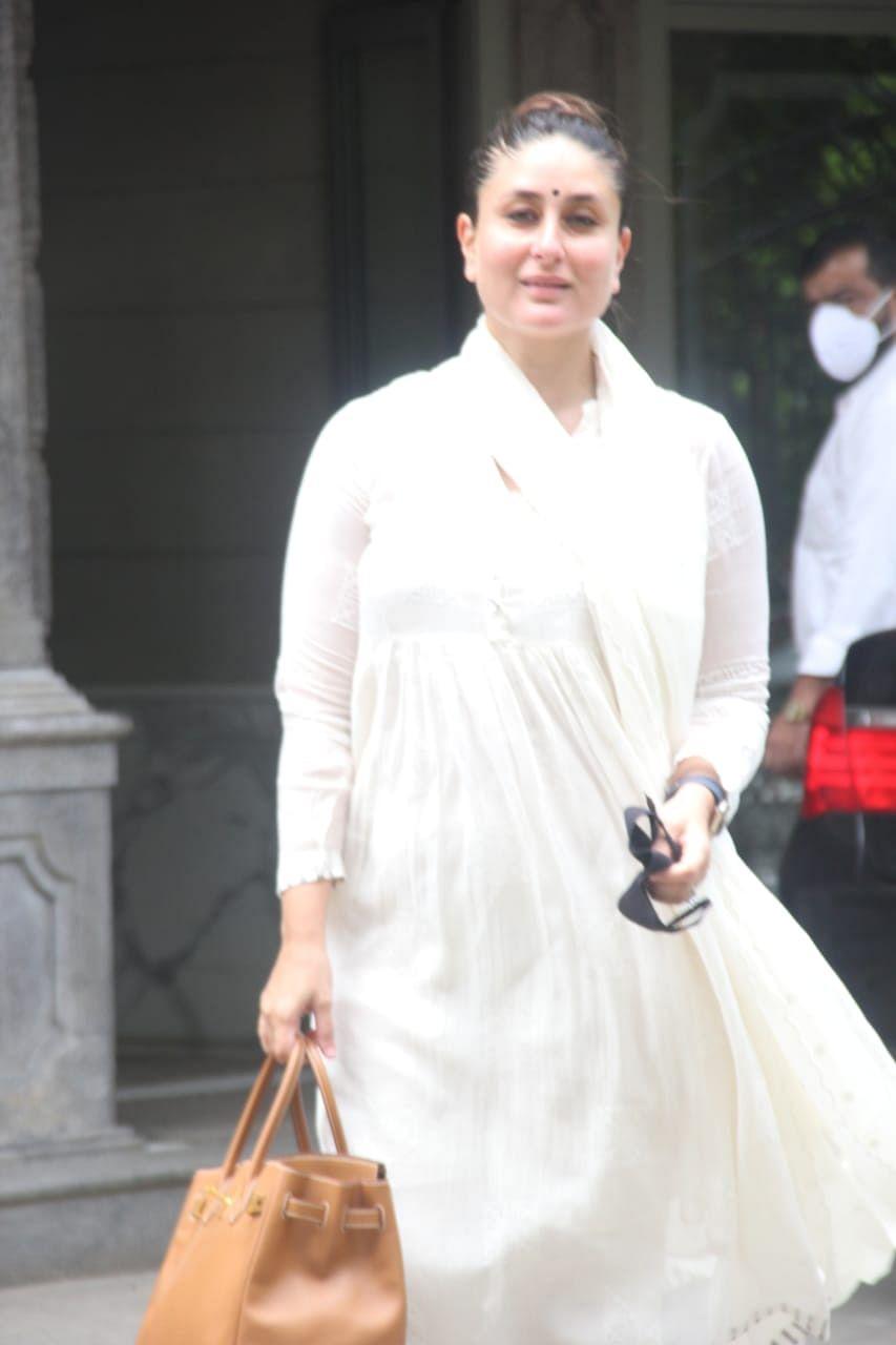 In Pics: Kareena, Karisma, Neetu Kapoor and others arrive at Randhir Kapoor's Mumbai residence