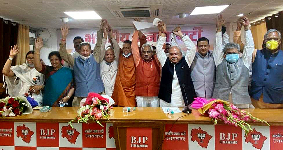 Uttarakhand, July 03 (ANI): Outgoing Uttarakhand Chief Minister Tirath Singh Rawat and other leaders greet Pushkar Singh Dhami after appointing as Uttarakhand BJP legislature party leader, in Dehradun on Saturday.