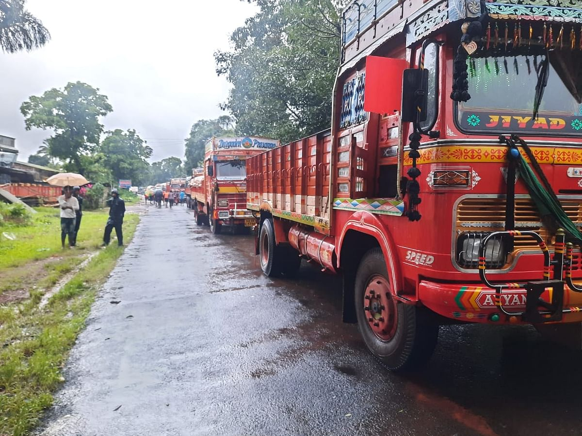 Maharashtra floods: Water starts receding from Pune to Bengaluru highway in Kolhapur; tankers carrying essentials allowed to cross