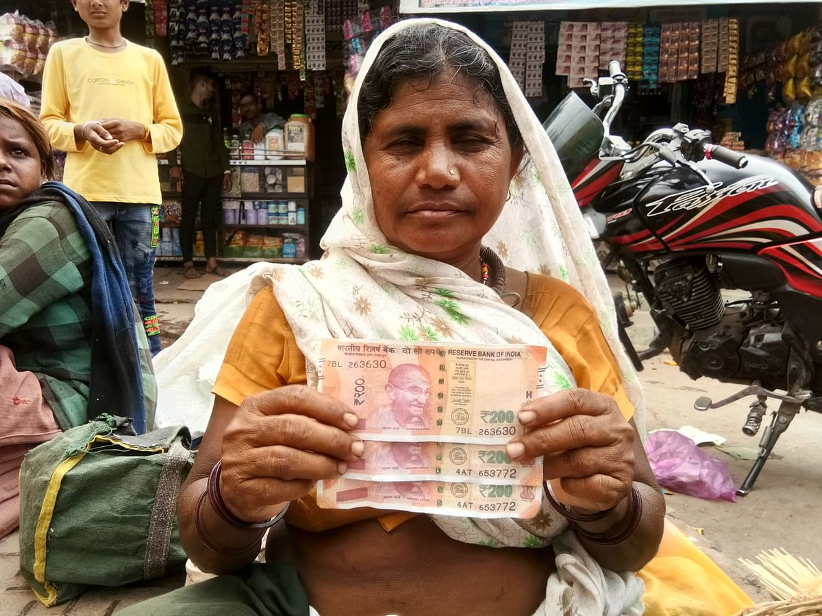 Alirajpur: Fake Rs 200 notes spent in haat bazaar in Udaigarh, woman mango seller duped