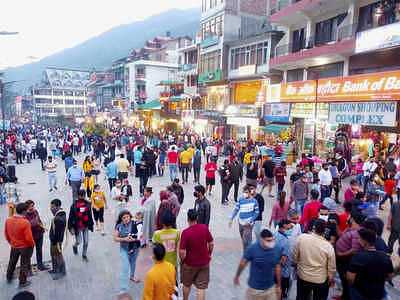 Himachal Pradesh: Hundreds of tourists flock to Manali after govt eases COVID restrictions