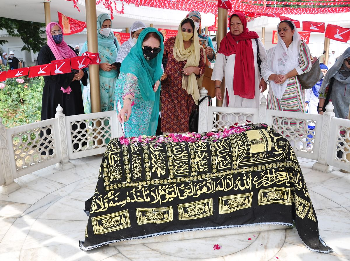 Senior leaders of Women's Party wing pay floral tributes to Begum Akbar Jehan, ex-MP, mother of party President Dr. Farooq Abdullah, and wife of JKNC founder Sheikh Muhammad Abdullah on her 21st death anniversary at her grave Hazratbal in Srinagar on Sunday, July 11,2021.