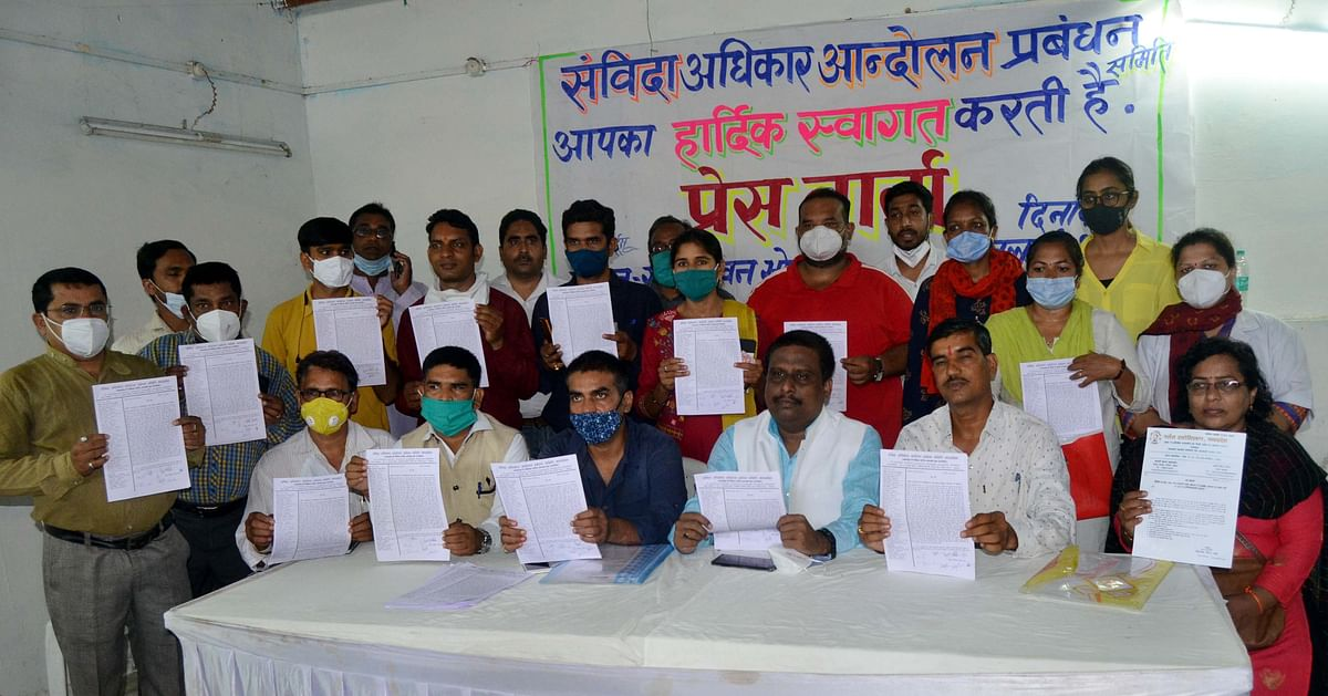 Representatives of different contractual employees' associations at a press conference held on Sunday