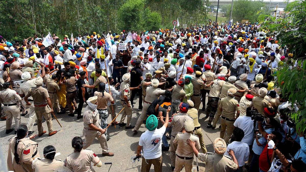 Punjab Police registers FIR against 23 AAP members including Bhagwant Man for protesting near CM Amarinder Singh's house