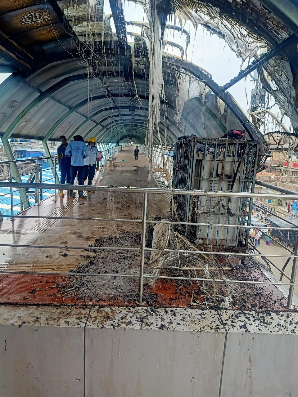 Watch: Fire breaks out on Mira Road skywalk, no casualties reported