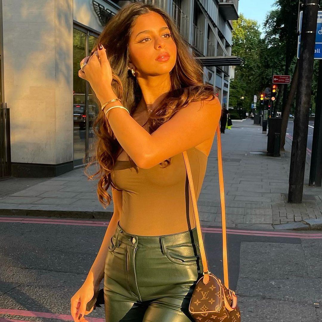 Suhana Khan strikes a 'golden' pose in new Instagram post; BFF Shanaya Kapoor asks 'are u real?'