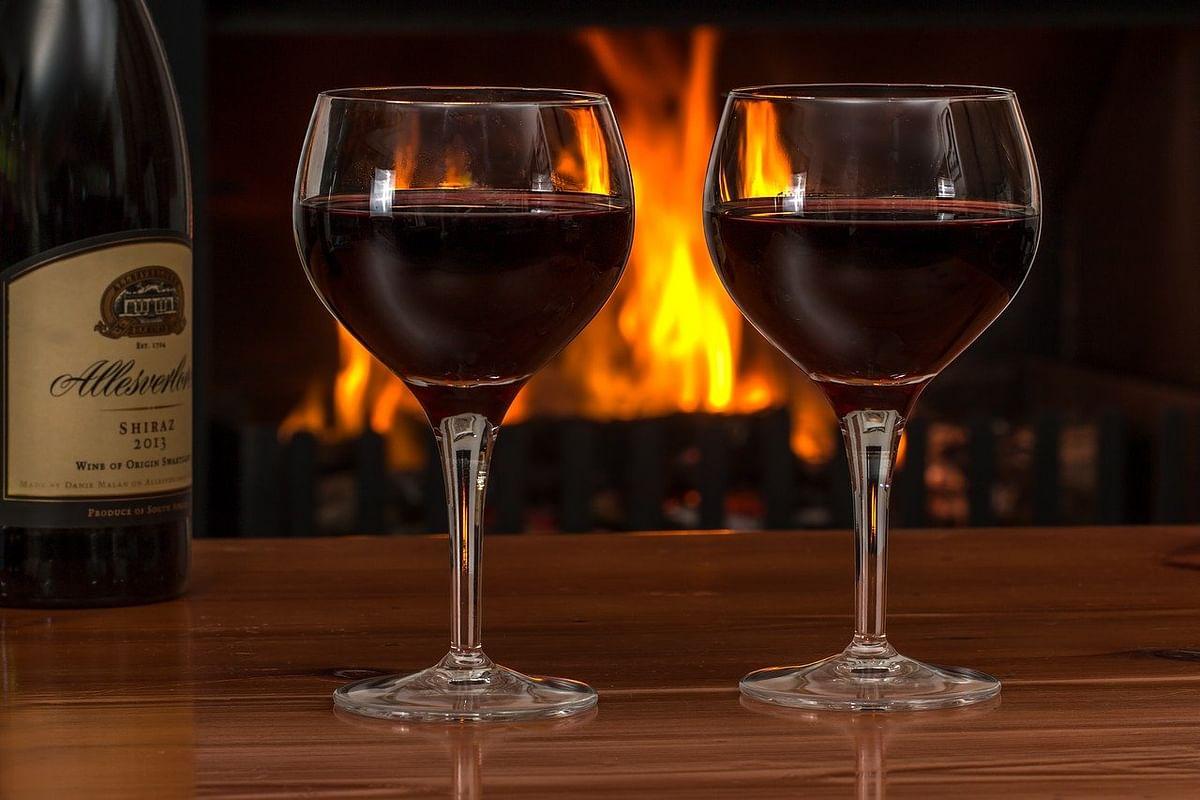 Navi Mumbai: Man orders wine online, loses Rs 1.49 lakh