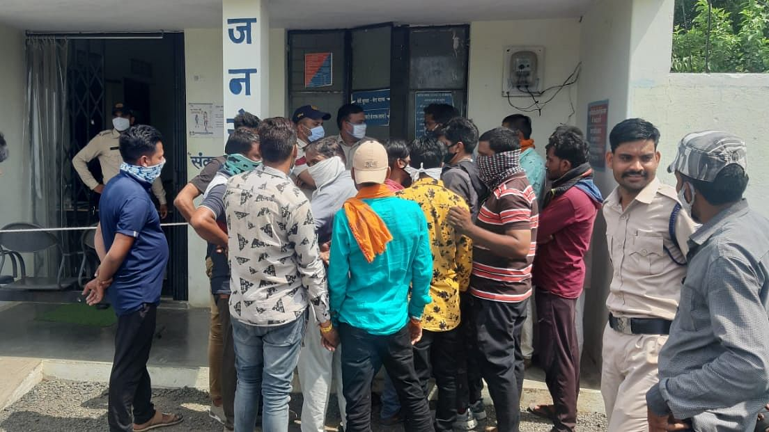 Hindu Jagaran Manch at police station