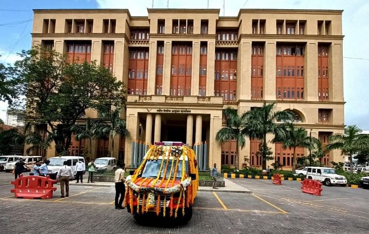 Mumbai Police gets cardiac ambulances for ferrying its personnel to hospitals