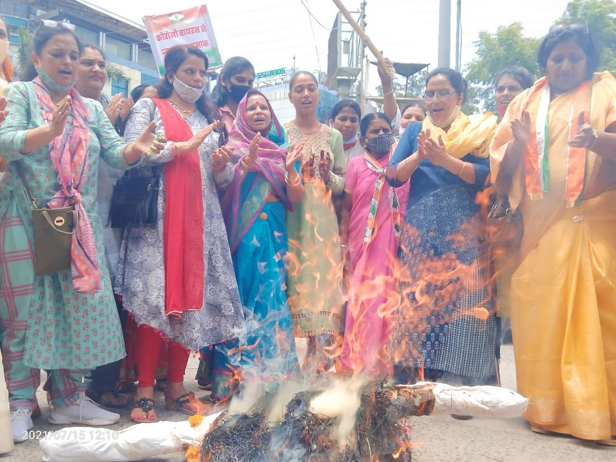 Indore: Mahila Congress' protest against inflation, fuel price hike