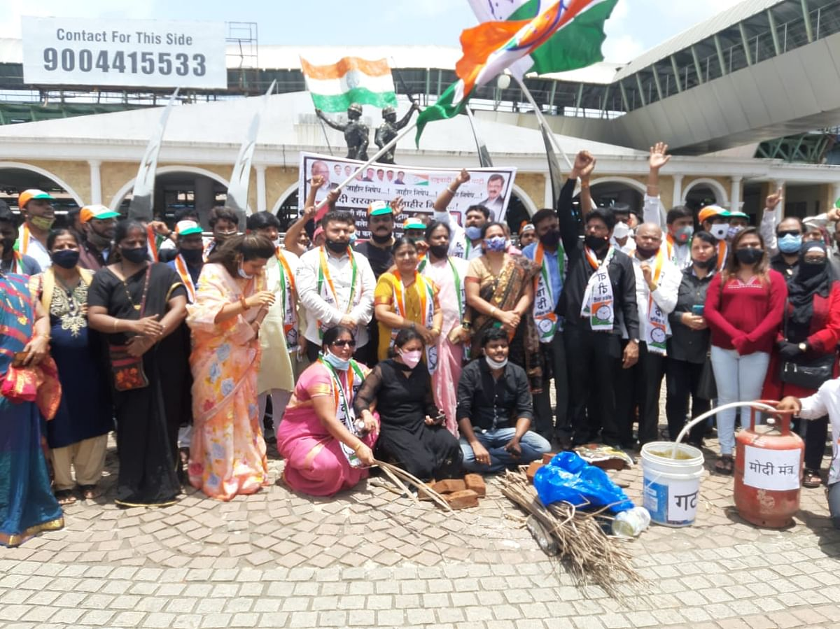 Mira Road: NCP lights 'chulha' on road to protest against fuel, gas price hike