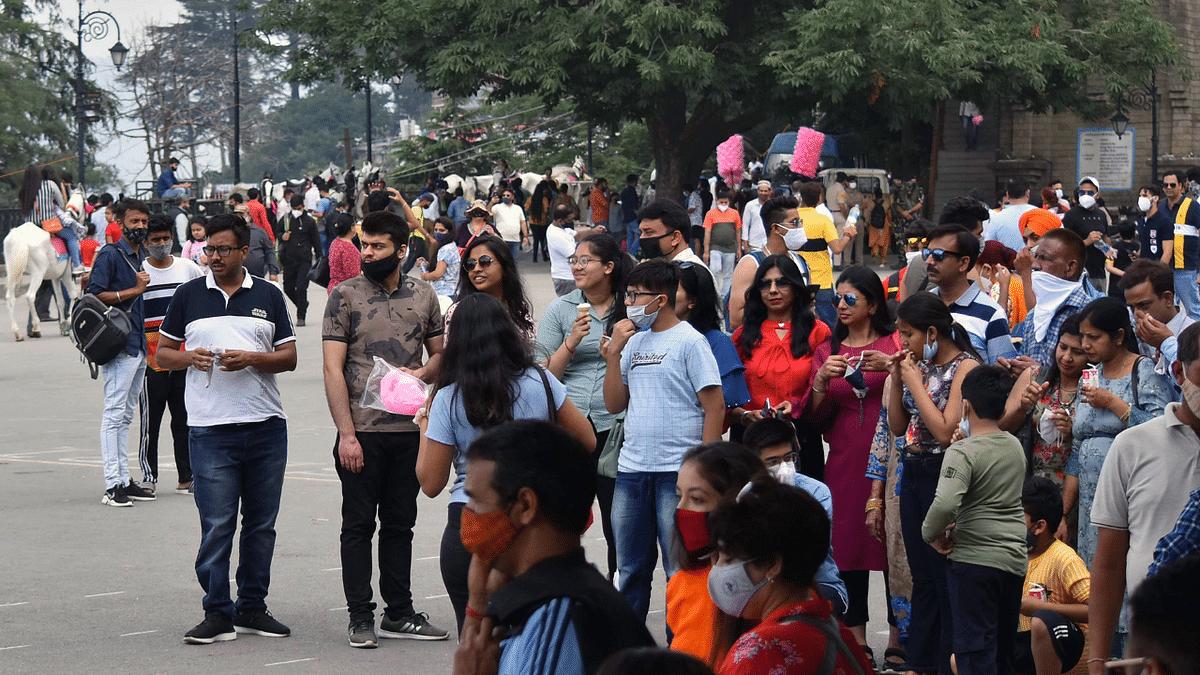'Abhi hotel nahi mil rahe, baad me bed nahi milega': Tourists throng Himachal ahead of Coronavirus' third wave; netizens concerned