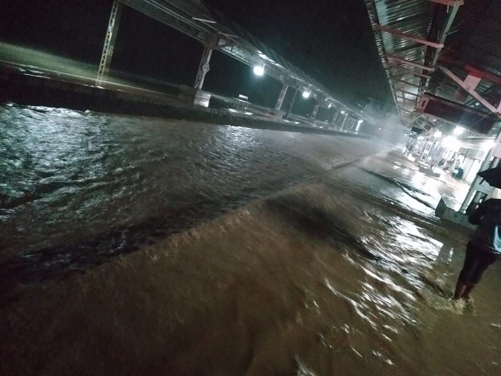 Mumbai local train service between Umbermali railway station and Kasara halted due to heavy rainfall. Train service between Igatpuria and Khardi has been temporarily stopped due to waterlogging on tracks: CPRO, Central Railway